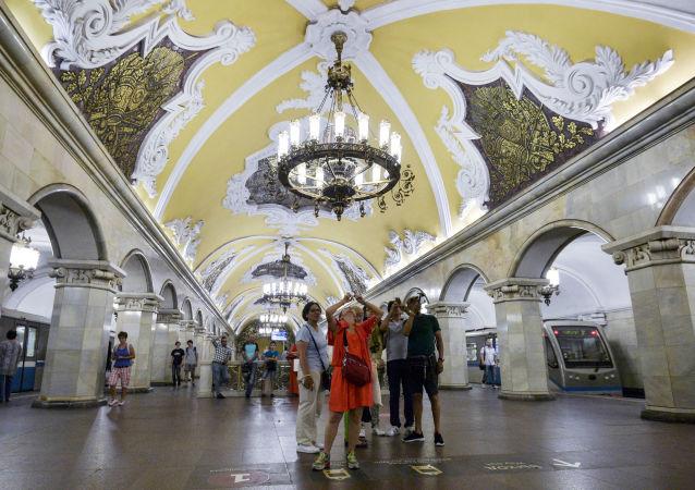 莫斯科環線地鐵站中的「共青團」(Komsomolskaya)站
