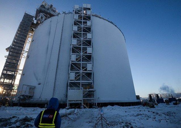 正在建設中的液化天然氣生產工廠貯藏器(亞馬爾)