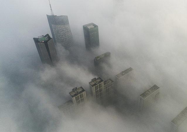 學者們注意到大氣二氧化碳月均濃度之高創下紀錄