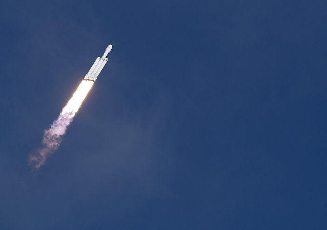 「獵鷹重型」成功發射