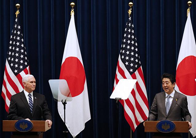 日本首相安倍晉三與美國副總統彭斯進行會面