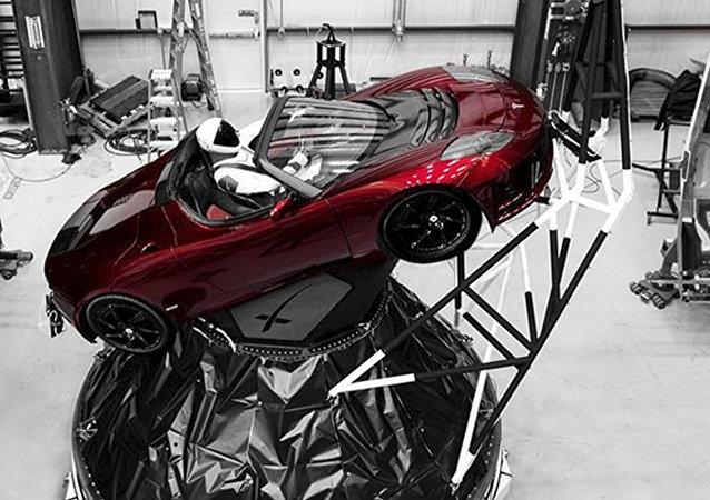 特斯拉「太空跑車」繞太陽一周