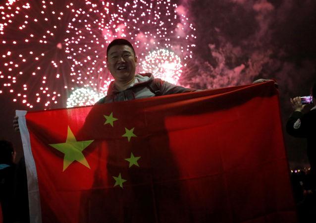 「十一假期」紅色旅遊迎來熱潮 中國遊客在各地唱響對祖國贊歌