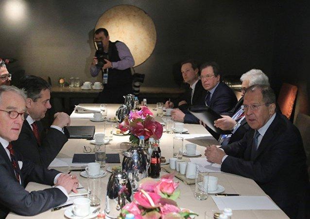 俄德兩國外長討論了歐洲安全問題和「明斯克協議」的執行情況