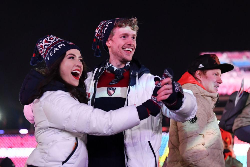 美國運動員在冬奧會閉幕式上