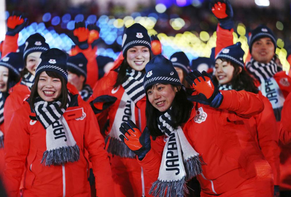 日本運動員在冬奧會閉幕式上