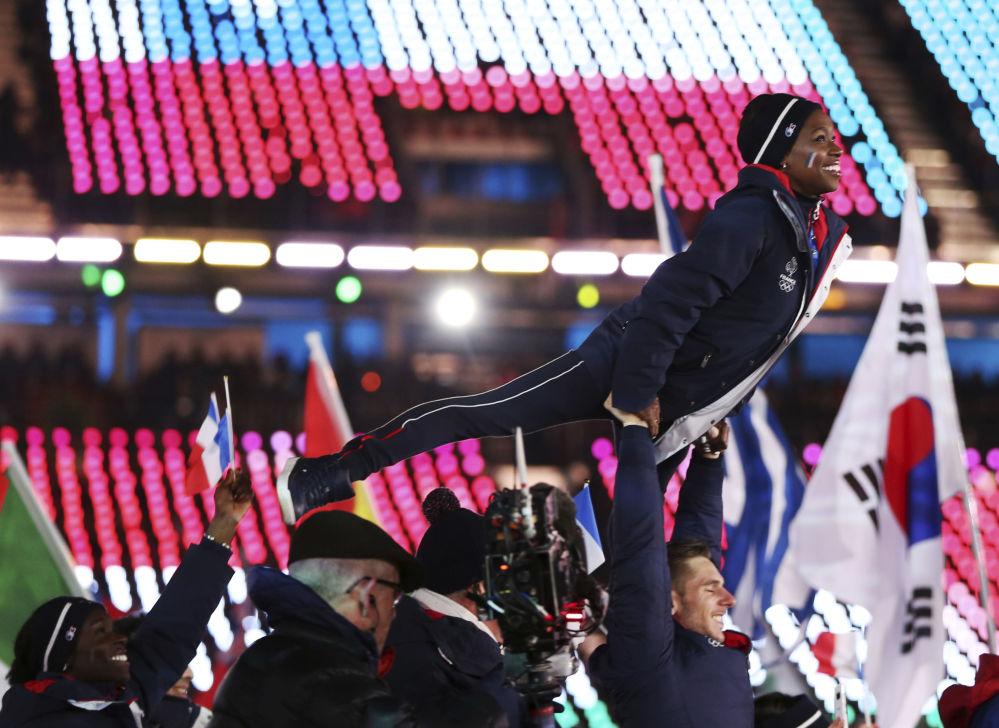 法國運動員在冬奧會閉幕式上