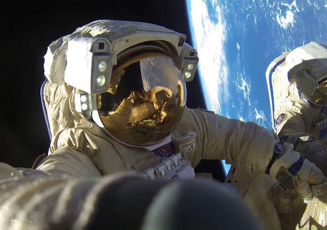 俄媒:中俄航天員共同拯救地球,暫時僅在影片中