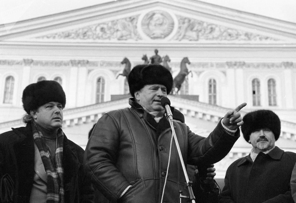 他的從政之路始於俄羅斯歷史轉折時期,也就是上世紀90年代初。