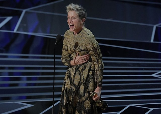 弗蘭西斯·麥克多蒙德獲奧斯卡最佳女主角獎