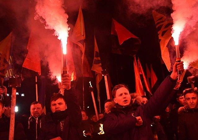 烏克蘭激進分子在利沃夫舉行火炬遊行 高喊反波蘭口號