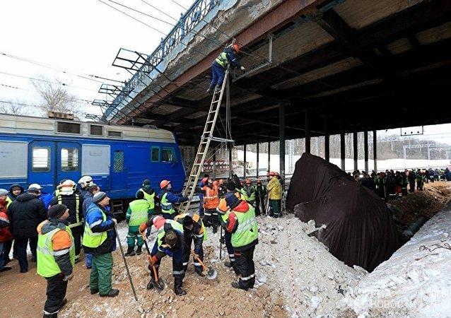 莫斯科東北部發生電氣火車與拖拉機相撞事故
