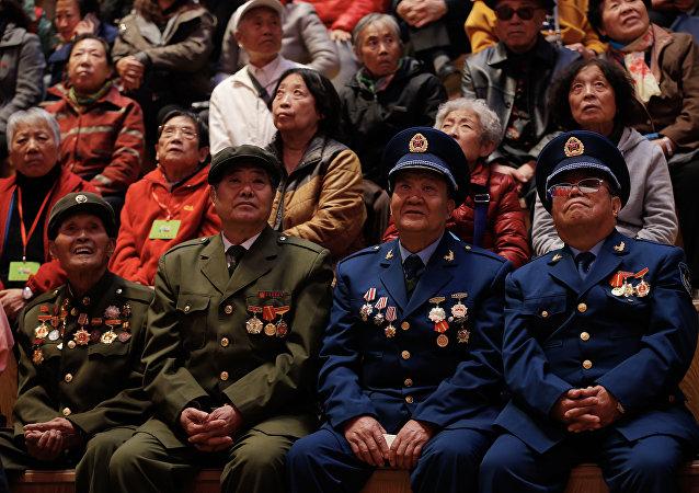 中國老兵向符拉迪沃斯托克贈送醫用口罩和防護服