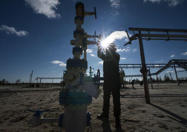 俄石油出口關稅今日起漲至每噸131.8美元