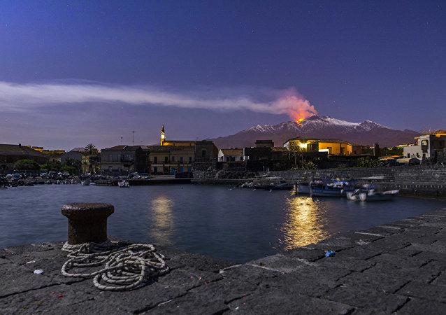 西西里島地質學家稱火山在向大海滑動