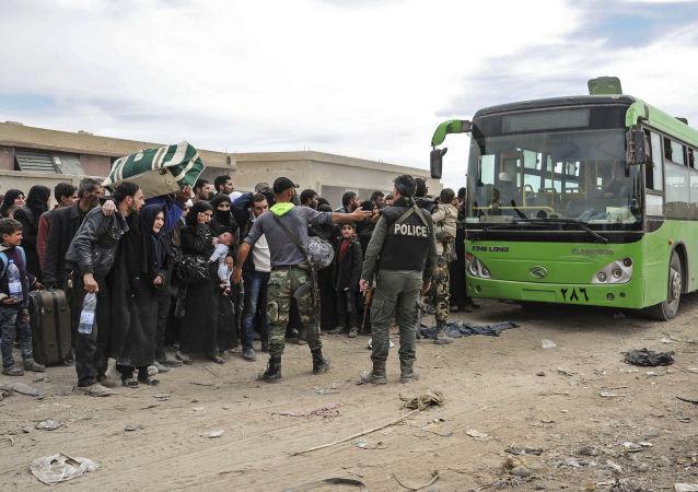 俄軍向敘東古塔居民運送8.5噸人道主義援助