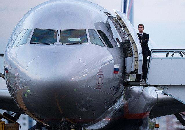 俄羅斯又一架撤僑航班從紐約飛返莫斯科