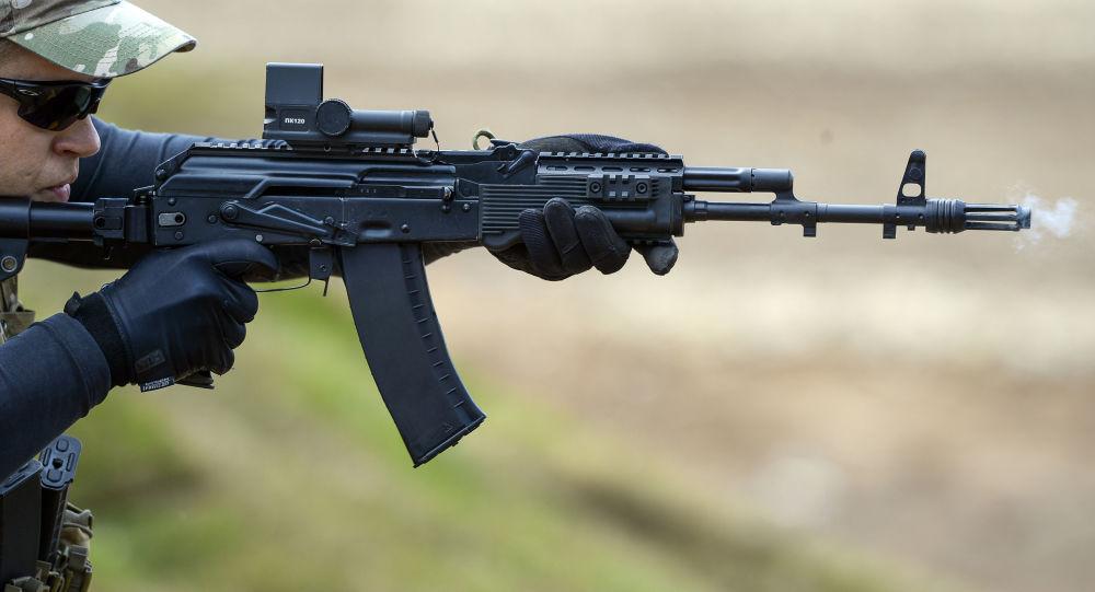 Демонстрационная стрельба из автомата АК-74М на Международном военно-техническом форуме Армия-2015