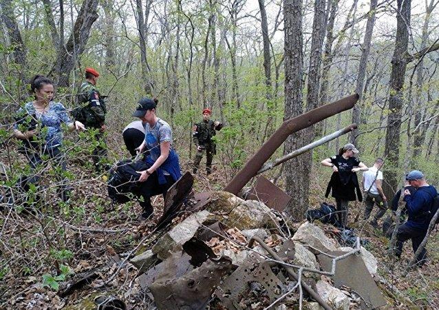 俄美探險人員發掘出1945年在濱海邊疆區墜落的一架美國飛機殘件
