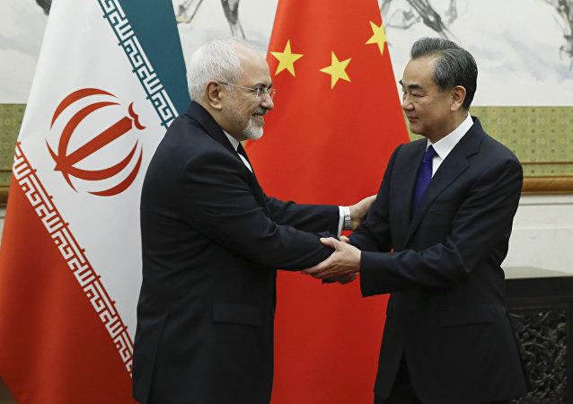 中國外長王毅與伊朗外長扎里夫在北京舉行會談(資料圖片)
