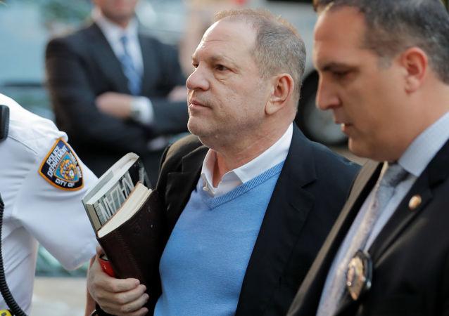 美國著名製片人溫斯坦庭審期間否認性侵指控