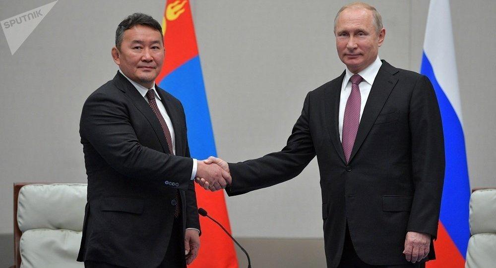 普京上合組織青島峰會期間會見會晤蒙古國總統巴特圖勒嘎
