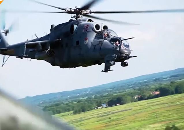 俄波羅的海艦隊米-24和米-8直升機飛行戰術訓練