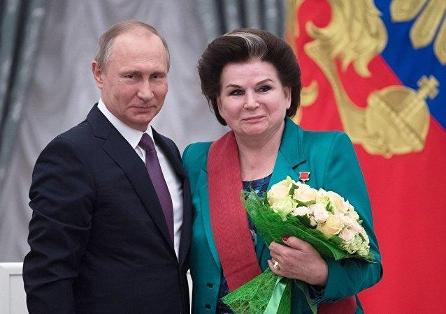 普京祝賀世界上第一位女宇航員捷列什科娃宇宙飛行55週年