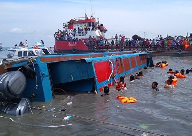印尼警方:船員疏忽大意可能為渡輪沈沒的原因