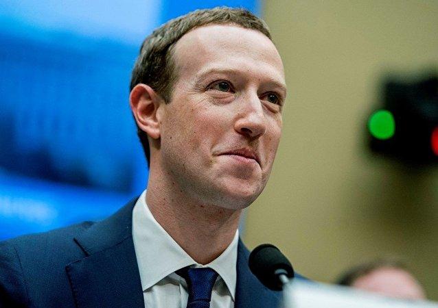 媒體曝Facebook創始人扎克伯格或遭逼宮