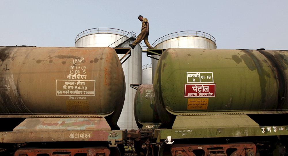 印度石油部長呼籲俄擴大在印度石油市場的影響力