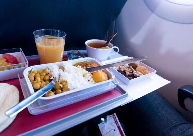 專家:飛機上不宜吃哪些食物