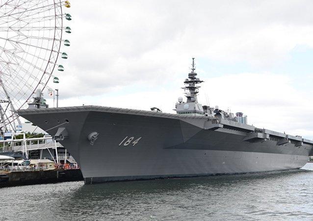 JS Kaga(DDH-184) left front view at Port of Osaka