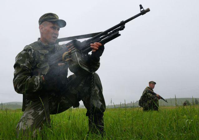 俄東部軍區官兵在千島群島舉行包圍非法武裝組織的演習