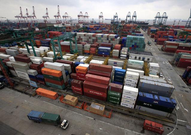 中國海關總署:1-4月中國貨物貿易進出口總值9.51萬億元 順差擴大31.8%