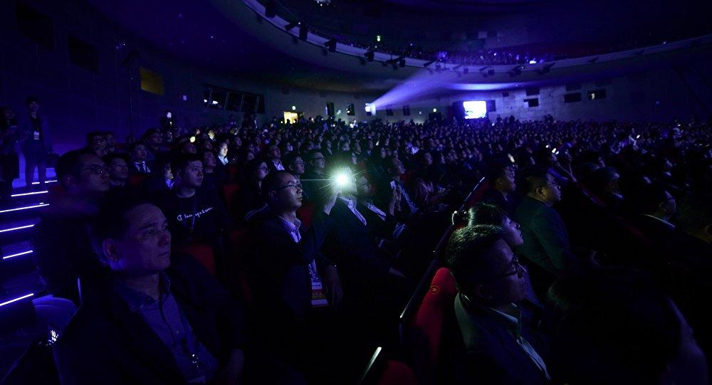 目前,中國票房收入在逐漸接近北美指數。根據中國藝恩網統計,2018年前6個月,中國電影票房收入高達316億美元,同比增長了17.8%。
