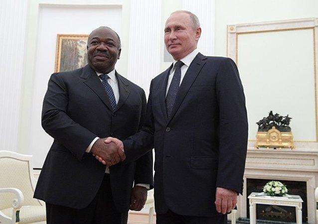 加蓬總統阿里•邦戈•翁丁巴與普京