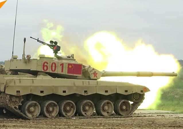 中國坦克兵在莫斯科郊外為軍事比賽彩排