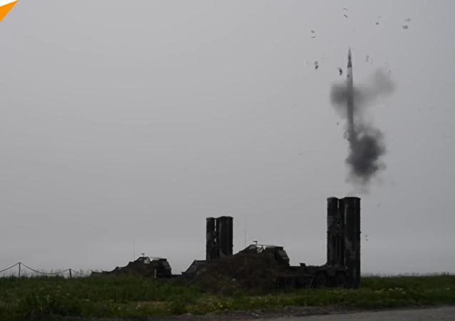 俄S-400系統炮手班完成防空導彈發射任務