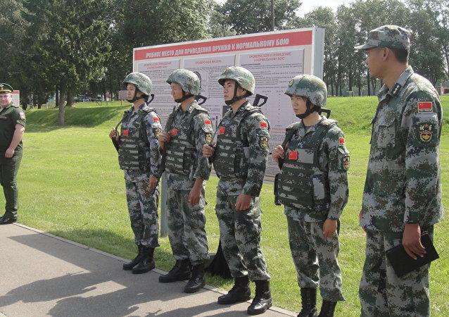中國偵察兵在「國際軍事比賽-2018」一項競賽的最後階段取得最佳成績