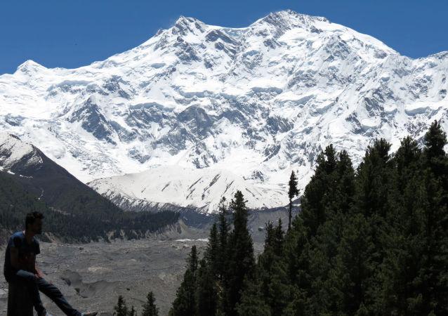 巴基斯坦軍人救下試圖爬上高峰的2013年度芬蘭小姐