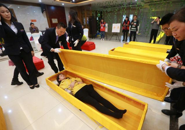 江西省政府為節約土地搶棺砸棺 禁止土葬