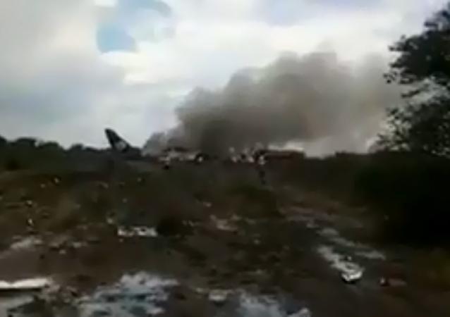 一架載有100人左右的墨西哥飛機失事