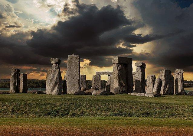 專家揭開巨石陣謎團之一