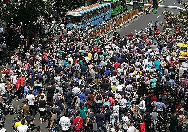 伊朗多地因經濟問題爆發遊行