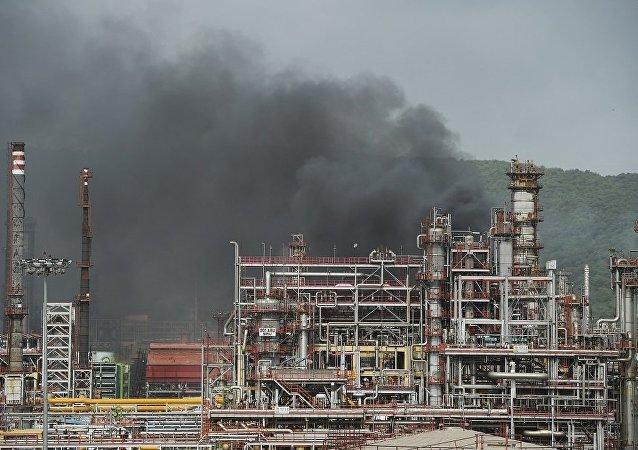 印度孟買煉油廠大火熊熊 20多人受傷