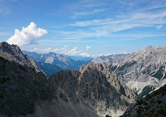 三名登山者在攀登奧地利阿爾卑斯山頂峰時墜亡