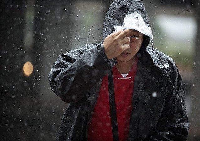 華媒:深圳瞬時強降雨引發洪水 河道施工人員2死9失聯