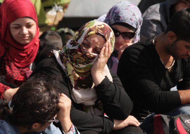 塞爾維亞國防部:難民試圖逃脫接收中心 軍方向空中開槍