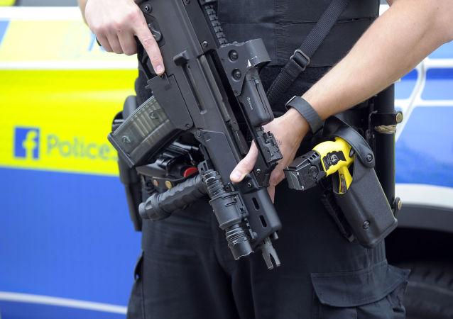 英國警方:不明身份人士打碎英國兩座清真寺的窗戶
